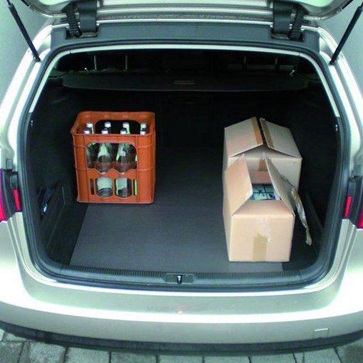 antislipmat in kofferbak van auto