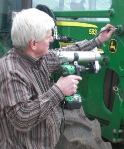 universele vetspuit op boormachine in gebruik bij een John Deere trekker