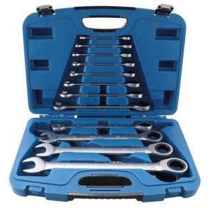 open koffer met steekringratelsleutels