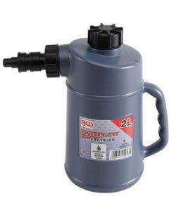 grijsblauwe kan met handvat, zwarte dop en tuit, geschikt voor vullen van accu's en batterijen