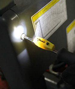 magnetisch led licht op een schroevendraaier, verlicht werkplek